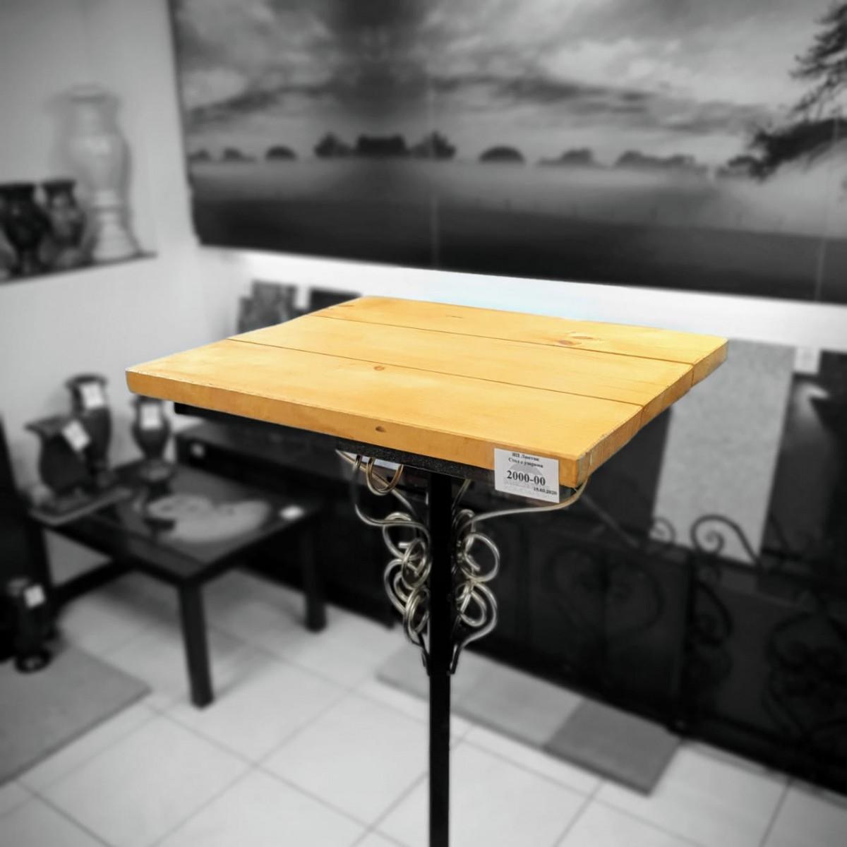 Стол деревянный на металлической ножке